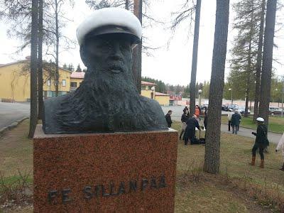 F.E. Sillanpään patsaan vappulakitus